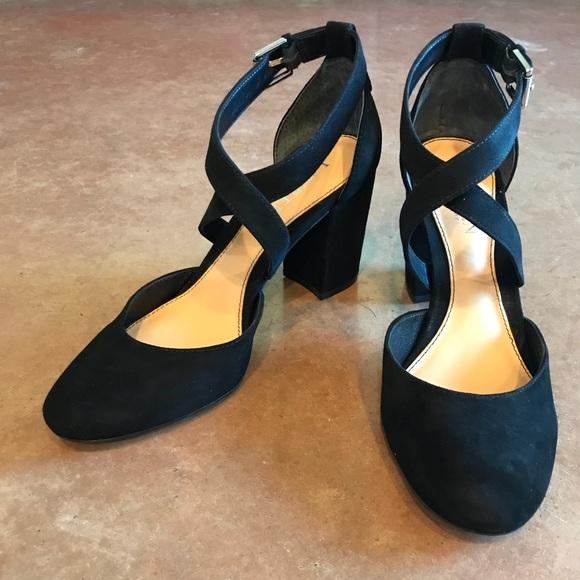 91e37385273 NWT Lauren Ralph Lauren Fana suede block heels NWT